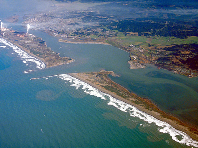 Aerial photo of Humboldt Bay and Eureka by Robert Campbell [GFDL (http://www.gnu.org/copyleft/fdl.html) or CC BY-SA 3.0 (http://creativecommons.org/licenses/by-sa/3.0)], via Wikimedia Commons