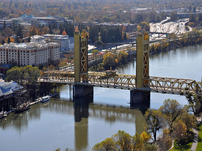 Photo of the Tower Bridge By Pacific Southwest Region from Sacramento, US (Tower Bridge) [CC BY 2.0 (http://creativecommons.org/licenses/by/2.0)], via Wikimedia Commons